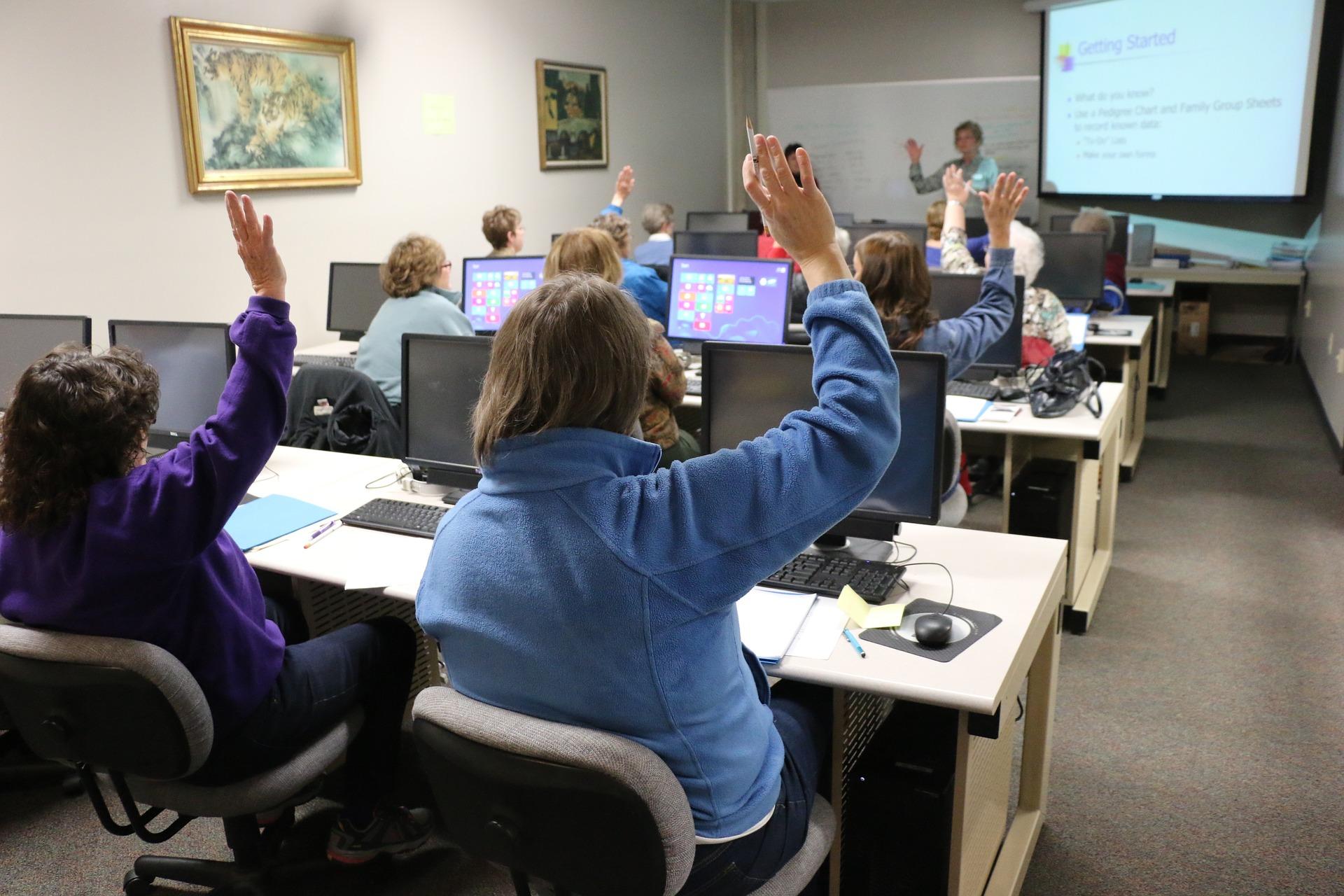 classroom-1189988_1920.jpg